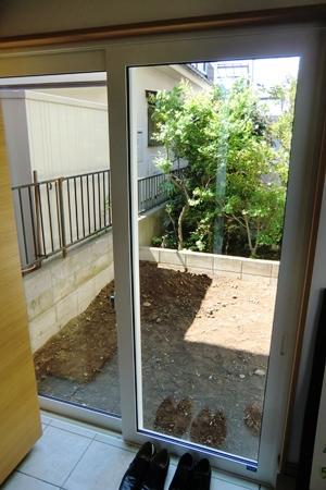 中庭玄関側 HP.jpg